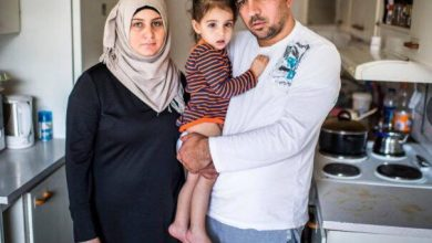 "Photo of عائلة خسرت اطفالها في البحر المتوسط ومهددين بالترحيل في بلد ""الأنسانية "" السويد"