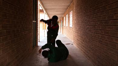 Photo of افغان يهاجمون شباب عرب بعد تصديهم لبيع الحشيشة للمراهقيين العرب