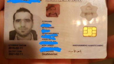 Photo of Syriska män  sänder förbannelser över Assad i sina svenska ID korts signatur