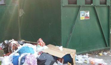 Photo of قمامة ونفايات حول مركز لجوء في بلدية اورنسخولدفيك بالرغم من الشكاوي