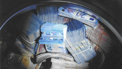 Photo of وضع أمواله في غسالة لتمسكه الشرطة بتهمة غسيل الأموال