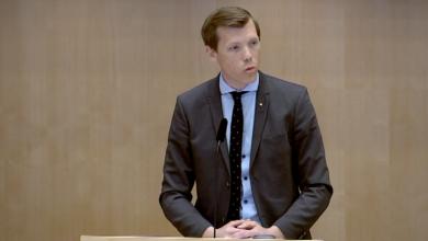 Photo of أحزاب سويدية تريد فرض التبني على الأطفال المسحوبين من قبل السوسيال