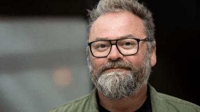Photo of وفاة مقدم برنامج سويدية مشهور بالكورنا عن عمر ناهز ال 51 سنة