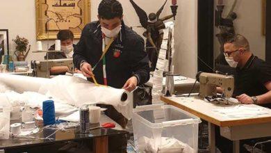 Photo of خالد العلواني يقوم بتوزيع 7000 كمامة للمحتاجين