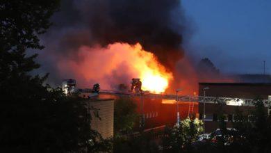 Photo of شاهد بالفيديو حريق يلتهم مدرسة في جنوب ستوكهولم فجر اليوم