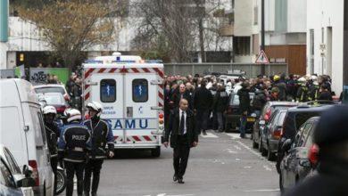 Photo of إصابة 4 أشخاص في باريس إثر تعرضهم للطعن قرب مكاتب شارلي إيبدو سابقا