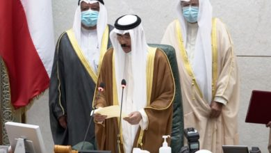Photo of أمام مجلس الأمة.. الشيخ نواف يؤدي اليمين الدستورية أميرا للكويت