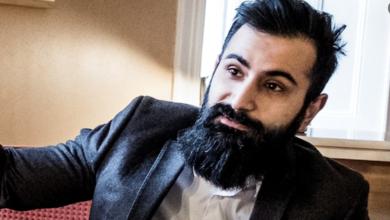 Photo of عضو البرلمان السويدي ينتقص ويستهزء بالمسلمين بعد نشر رسوم الكاريكتير في فرنسا