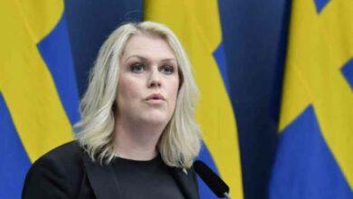 Photo of وزيرة الصحة السويدية : الدولة تتحمل تكاليف العلاج ودفع التعويضات عند حدوث آثار جانبية من تلقيح كورونا