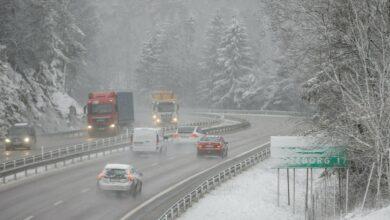 Photo of عاصفة ثلجية في أجزاء واسعة من السويد توقف حركة وسائل النقل وتستمر 48 ساعة