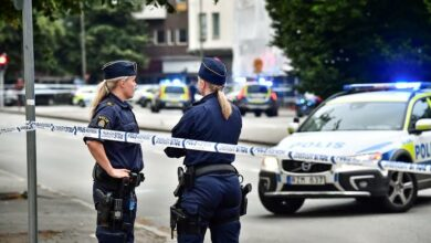 Photo of الشرطة السويدية تعتقل رجل بعد أن ضرب ابنه بمساعدة الأم
