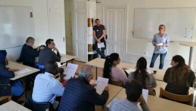 Photo of معلمين SFI يشتكون للتلفزيون السويدي : يوجد في الفصل ما بين 20 -25 طالب