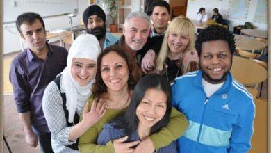 Photo of دراسة .. نسبة كبيرة من المهاجرين يشعرون بالاستقرار والسعادة في السويد