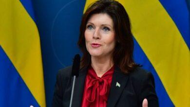 Photo of وزيرة العمل .. العاطلين الذين لا يجدون عمل عليهم الانتقال إلى شمال السويد