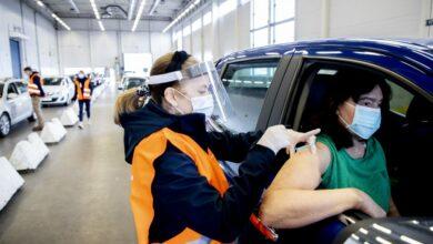 Photo of كل الاشخاص فوق 18 يعيشون في السويد مدعون لاخذ اللقاح الان .