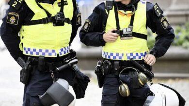 Photo of البرلمان السويدي يدرس تجريم قيام العصابات الإجرامية بوضع الحواجز وتفتيش السيارات