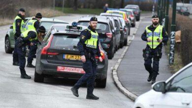 Photo of الشرطة السويدية وبلاغات عن وجود حادثة تراشق بالحجارة على سيارات دنماركية