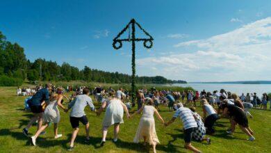 Photo of لماذا يقوم السويديون بتناول المشروبات الكحولية في عطلات منتصف الصيف ؟