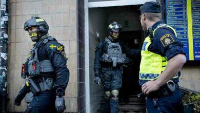 Photo of ردع العصابات من قِبل الشرطة السويدية بعدما ألقوا القبض على أربع عناصر إجرامية
