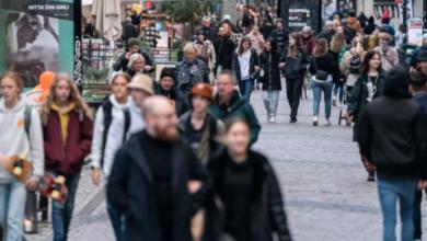 Photo of كيف ستتغير القيود السويدية هذا الشهر من ناحية فيروس كورونا